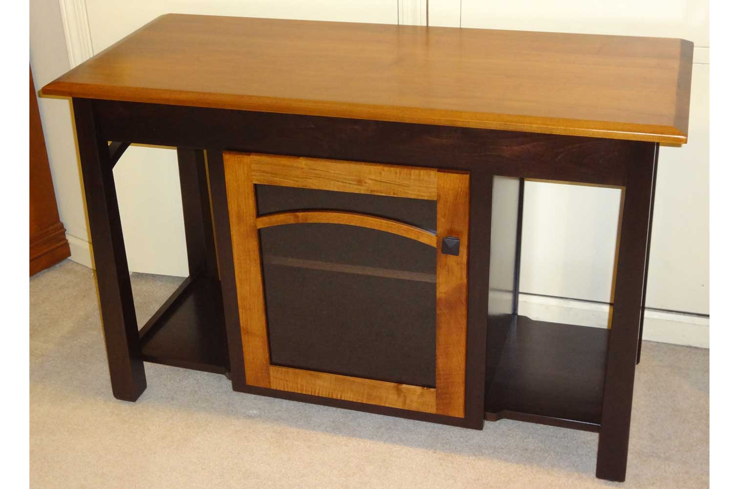 Amish Madison With Bow Tv Stand
